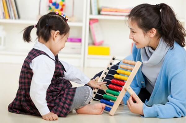 Gia sư dạy trẻ tự kỷ tại nhà một giải pháp hữu hiệu giúp con phát triển tư duy