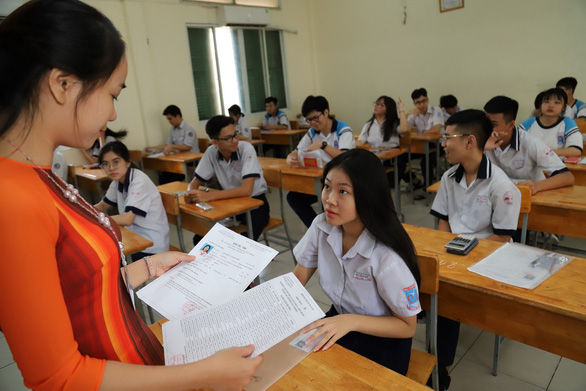 Gia sư Toán lớp 11 ở HCM giúp con cải thiện tình học tập